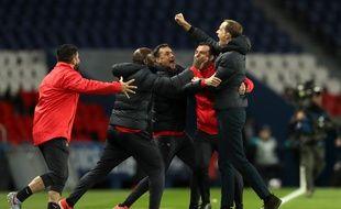 Thomas Tuchel et son staff exultent au coup de sifflet final de la victoire contre Dortmund en 8e de finale retour de la Ligue des champions, le 11 mars 2020.