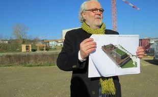 L'architecte Philippe Madec, sur le chantier du centre culturel de Cornebarrieu le 17 février 2016.