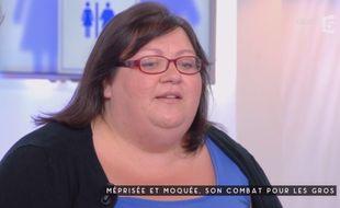 L'auteur Gabrielle Deydier dans C à Vous sur France 5 (capture d'écran).