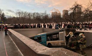 Le bus qui a foncé dans un passage souterrain le 25 décembre 2017 à Moscou, Russie.