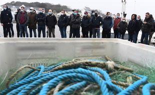 Des pêcheurs ont manifesté à Audierne contre les chalutiers qu'ils décrivent comme des pilleurs de ressources.