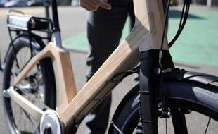 Le Vélibois, le premier vélo urbain en bois à assistance électrique dont la conception a demandé plus de quatre ans de travail, est en phase de finalisation à Epinal, où cette innovation technologique doit devenir une bicyclette de libre-service dans les prochains mois.