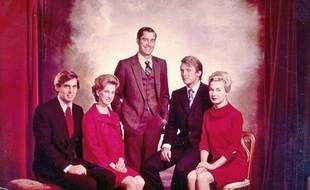 Donald Trump (2e à droite) aux côtés de ses quatre frères et soeurs, dont Fred Jr, au centre.
