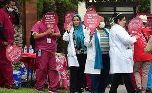 Des infirmières manifestent pour plus de protection contre Ebola à Los Angeles le 12 novembre 2014.