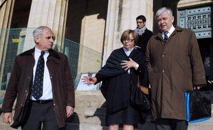 Thierry Tilly, responsable de la ruine d'une famille de notables du Sud-Ouest sous son emprise pendant des années, a été condamné mardi en appel à Bordeaux à dix ans de prison, un jugement accueilli avec soulagement par ses victimes.