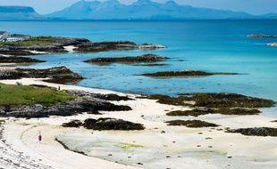 Une plage de l'île écossais de Rùm en plein été.