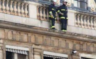 Des pompiers interviennent au ministère de la Culture à Paris, le 02 mars 2009, à la suite d'un incendie d'origine indéterminée.