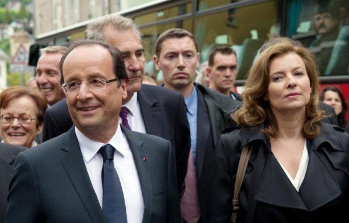 Valérie Trierweiler, compagne du chef de l'Etat, a créé mardi la stupeur et placé en position délicate François Hollande, en adressant ses encouragements au dissident PS opposé aux législatives à Ségolène Royal, ce que la droite a accueilli comme une aubaine. – Bertrand Langlois afp.com