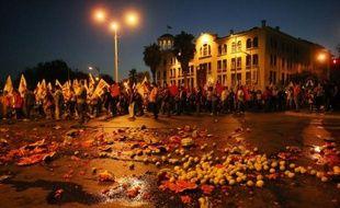 Plus de 12.000 manifestants sont descendus dans la rue samedi soir à Salonique (nord) pour protester contre les nouvelles mesures de rigueur réclamées à la Grèce par l'UE et le FMI, honorant le traditionnel rendez-vous de la rentrée sociale.