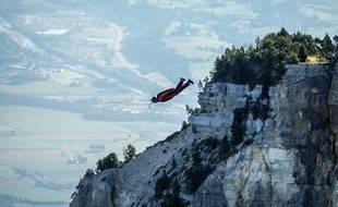 En 40 jours, Franck Malleus s'est élancé à 20 reprises des falaises alpines.