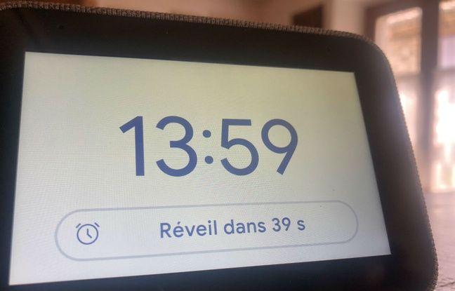 Sur les deux assistants, comme ici sur le Smart Clock, une fonction éveil lumière est présente.