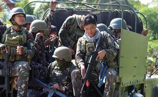 Des soldats philippins dans la ville de Clarin, dans la province de Bohol