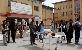 Au moins une centaine de personnes, dont de nombreux enfants, ont été tuées et blessées lundi 2 avril 2018 dans le bombardement par l'aviation afghane d'une école coranique (madrasa) du nord-est de l'Afghanistan.