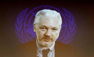 Julian Assange, le fondateur de WikiLeaks, sur un écran, depuis l'ambassade d'Equateur à Londres, le 23 mars 2015 à Genève
