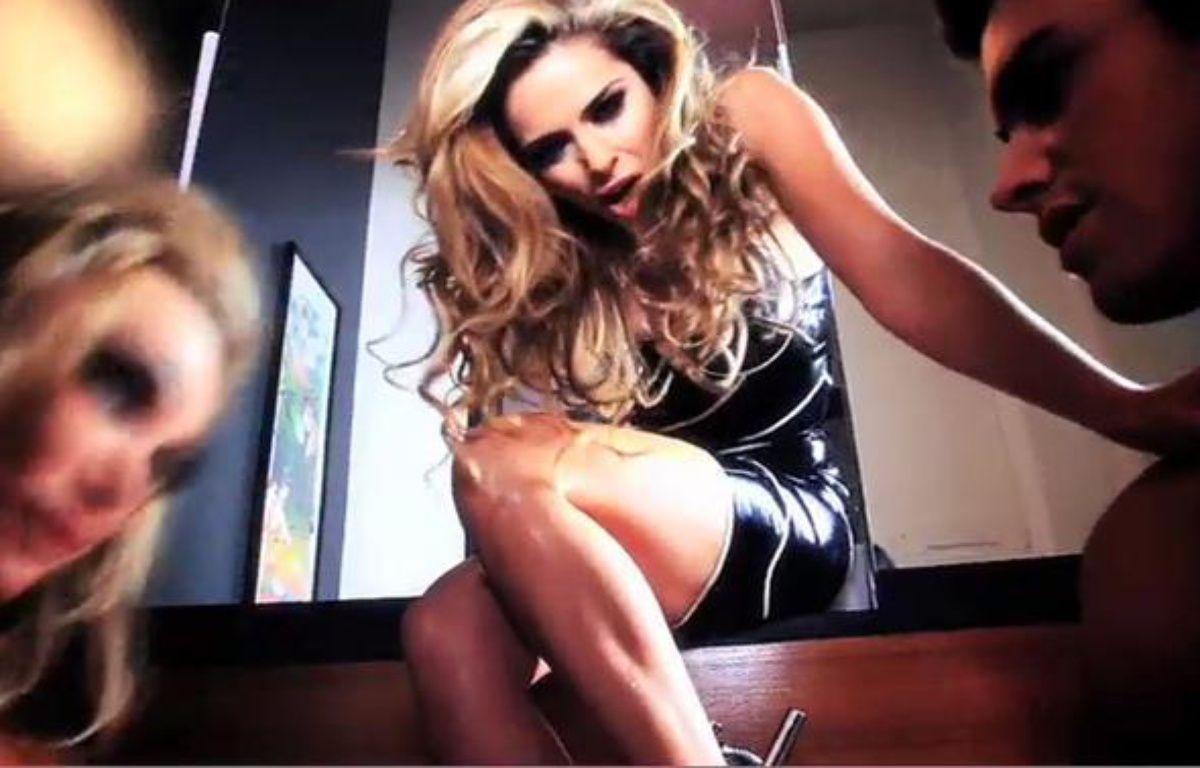 Clara Morgane dans son clip le Diable au corps, sortie le 12 juillet 2010. – SONY MUSIC