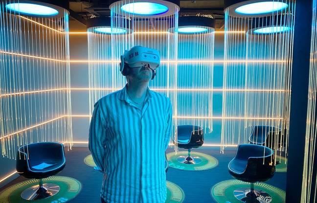 Le voyage s'effectue dans une salle futuriste avec un protocole sanitaire parfaitement respecté.