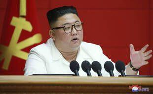 Le leader nord-coréen Kim Jong-un lors d'une session plénière du Parti des Travailleurs, à Pyongyang le 19 août 2020.