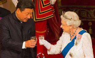 La reine Elizabeth II et le président chinois Xi Jinping lors d'un banquet à Buckingham Palace, le 20 octobre 2015 à Londres