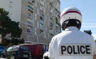 Un homme, dont on ignore encore l'identité, a été tué de plusieurs tirs à la sortie d'un café dans les quartiers Nord de Marseille dimanche peu après 5h00.