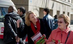 Danielle Simonnet en campagne le 9 mars 2014 à Paris