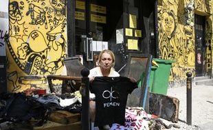 Une des fondatrices du mouvement Femen, Inna Shevchenko, dimanche 21juillet, devant Le Lavoir Moderne, après l'incendie.