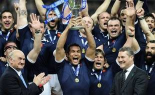 """Le XV de France est sorti """"la tête haute"""" du Mondial-2011, conclu par une finale perdue contre la Nouvelle-Zélande, et doit désormais """"préparer l'avenir"""", à commencer par la réception de l'Italie samedi dans le Tournoi des six nations, a expliqué le capitaine Thierry Dusautoir dans un entretien à l'AFP."""