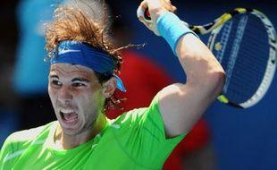 Rafael Nadal a effectué une solide prestation pour accéder au troisième tour de l'Open d'Australie, alors que Roger Federer est passé sur forfait et a vu disparaître un obstacle potentiel sur sa route avec l'élimination de Mardy Fish, mercredi à Melbourne