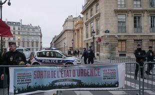 Manifestation en faveur de la sortie de l'état d'urgence en février 2016 à Paris.