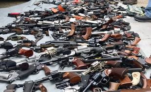 Une photo de l'arsenal retrouvé dans une maison huppée de Los Angeles mercredi 8 mai 2019.