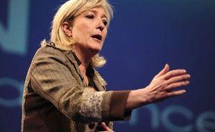 Marine Le Pen lors de son déplacement àChateauroux, le 26 février 2012.