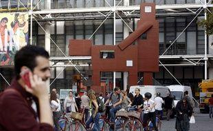 «Domestikator», œuvre de Joep van Lieshout exposée devant le Centre Pompidou, à Paris, en octobre 2017.