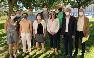 Une partie des 21 élus du groupe écologiste et citoyen, autour de leur cheffe de file Julie Laernoes.