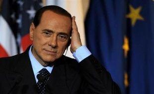 Au moins 100.000 procès, dont celui contre le chef du gouvernement italien Silvio Berlusconi, vont être suspendus après le vote d'un amendement controversé soutenu par la majorité de droite, a dénoncé mercredi l'Association nationale des magistrats (ANM) devant la presse.