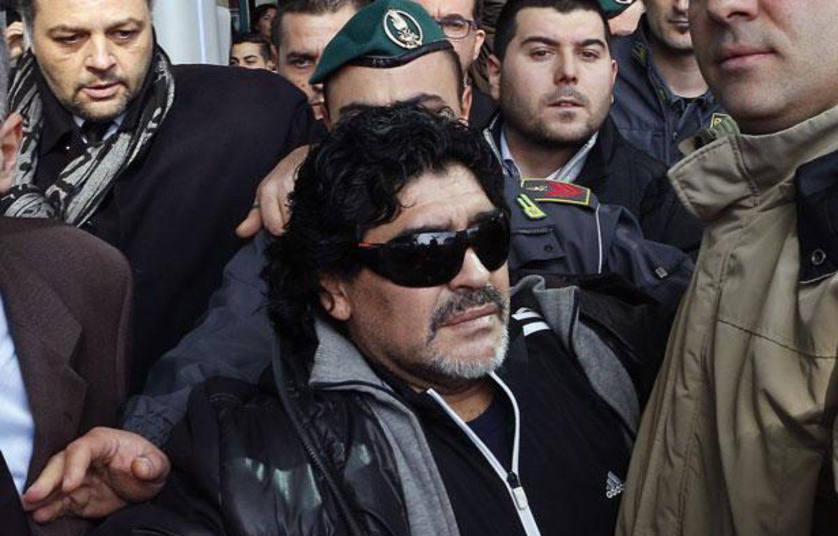 L'ancien joueur argentin, Diego Maradona, lors de son arrivée en Italie le 25 février 2013 à Rome. – REUTERS