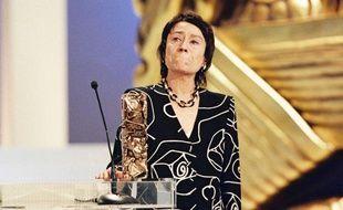 Annie Girardot reçoit le César du meilleur second rôle dans «Les Misérables» de Claude Lelouch, Paris, le 2 mars 1996.