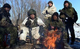 Des rebelles pro-russes près de Debaltseve dans l'est de l'Ukraine mardi 17 février 2015.