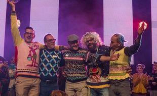 Les champions du monde du pull moche, catégorie équipe, lors du concours organisé le 25 novembre à Albi.