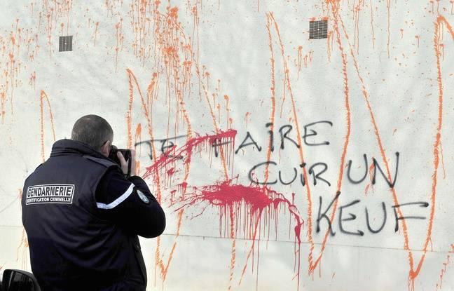 La gendarmerie de Sautron a été vandalisée  AFP PHOTO GEORGES GOBET
