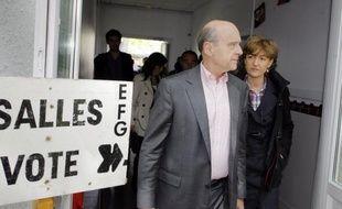Le ministre des Affaires étrangères, Alain Juppé, a annoncé lundi à Bordeaux qu'il ne serait pas candidat aux élections législatives, une décision prise au lendemain de la victoire de François Hollande à la présidentielle, et en vue d'éviter un possible cumul de mandats.