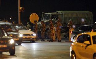 En Turquie, des militaires putschistes patrouillent surtout à Ankara et Istanbul.
