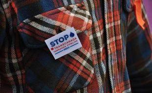 Un militant opposé au projet de l'oléoduc Keystone XL entre le Canada et les Etats-Unis, le 17 avril 2013 à Fullerton aux Etats-Unis