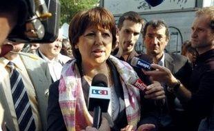 """La maire PS de Lille Martine Aubry a estimé mercredi que la ministre de la Justice Rachida Dati avait """"un peu perdu son sang froid"""", la veille à l'Assemblée nationale lorsqu'elle a violemment attaqué la politique d'intégration menée par la gauche dans les quartiers difficiles."""