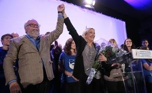 Wallerand de Saint-Just, le trésorier du Front National et Marine Le Pen en meeting à Arpajon, le 14 septembre 2015.