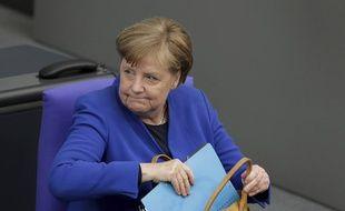 Angela Merkel, la chancelière allemande, range les dossiers secrets de la chancellerie. (illustration)