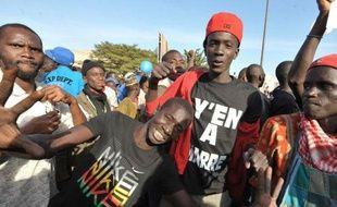 Le Conseil constitutionnel a validé vendredi la candidature du président Abdoulaye Wade, mais jugé irrecevable celle de la star internationale de la chanson Youssou Ndour, pour la présidentielle de février au Sénégal, ce qui a provoqué des violences entre jeunes et policiers à Dakar.