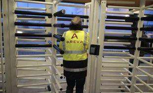 Un employé d'Areva entre le 29 janvier 2015 à l'usine de retraitement de la Hague
