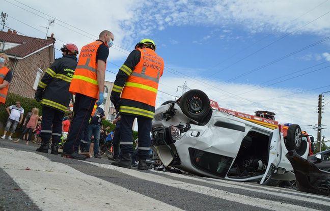 A Waziers, les témoins ont extirpé les trois passagers du véhicule sur le toit.