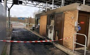 Le péage de Saint-Loup, sur l'A62, a été incendié dans la nuit du 1er au 2 janvier dernier.