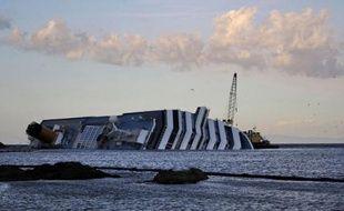 Les sauveteurs ont retrouvé un seizième corps mardi dans la carcasse du Concordia, onze jours après le naufrage du paquebot de croisière dont le propriétaire, la compagnie Costa, est de plus en plus pointé du doigt.