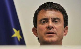 """Le ministre de l'Intérieur Manuel Valls s'est rendu dimanche au commissariat de Villiers-le-Bel (Val-d'Oise) pour """"faire part de son soutien et de sa confiance"""" aux forces de l'ordre après l'accident dans lequel deux jeunes hommes en scooter ont été blessés, en heurtant une voiture de police lors d'un contrôle."""